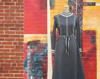 Vintage Schworm Modell Charcoal Gray Heavy Knit Dress (Size Medium)