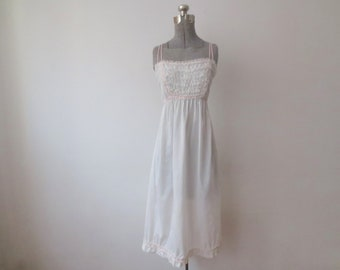 """Vintage '50s Eyeful by the """"Flaums"""" Sweetest Thin Cotton Nightgown w/ Ruffled Lace Bodice & Pink Gingham Trim, 36"""
