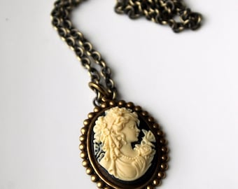 Cameo Necklace / Victorian Necklace / Black and Cream Cameo / Brass Necklace / Victorian Jewelry / Vintage Style Jewelry / Cameo Pendant