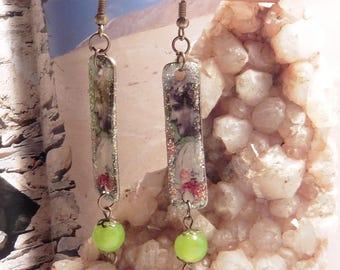 Retro woman 1950 style dangle earrings