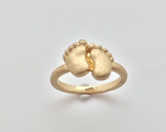 Two Feet Gold Fashion Ring // Matte Gold Finish // Tarnish Resistant // Size 8.0