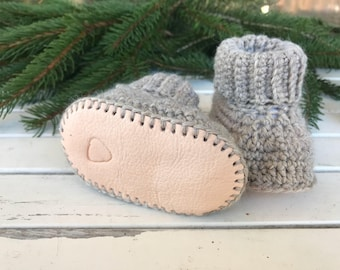 Baby booties, crib shoes, baby shoes, baby shower gift, crochet baby shoes, crochet baby booties, wool baby shoes, size 6-9 months