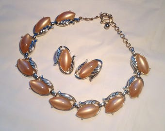 Vintage Ladies Tan Thermoset Necklace and Earrings