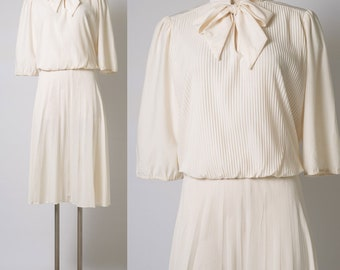 Vintage ivory Dress,70s Dress,Bow Tie dress,Cream dress,vintage Blouson dress,70s ivory dress,Vintage pleated dress,plus size dress - XL/1XL