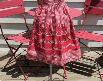 Lovely Apron Made From Vintage Border Fabric