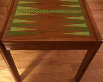 Beautiful Backgammon Table (with Matching Pieces)
