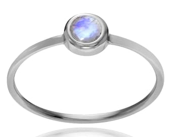 rainbow moonstone ring,92.5% sterling silver ring,moonstone ring,silver moonstone ring