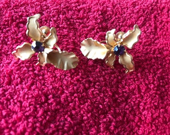 Gorgeous signed Bugbee Niles (BN) gold floral screw on earrings with purple rhinestone center.