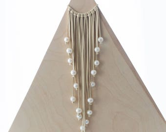 BLD Leather bib with 20 freshwater pearls