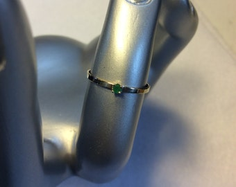 14k White gold ring with 3pt Emerald Size 4.5
