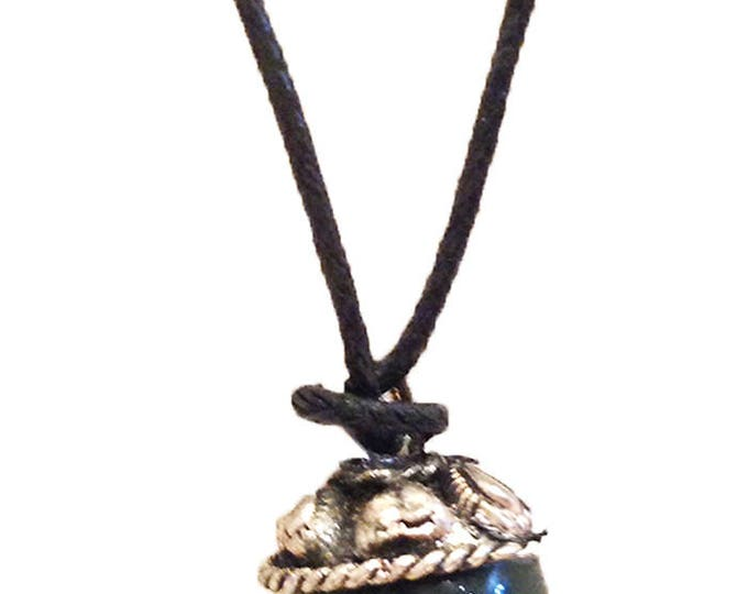 Necklace with agate pendant and silver