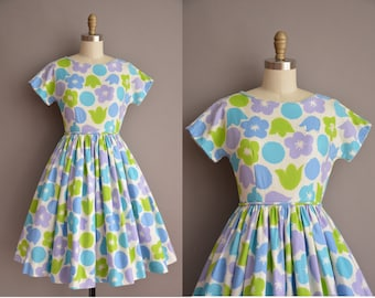 50s waffle cotton floral print full skirt vintage dress. vintage 1950s dress