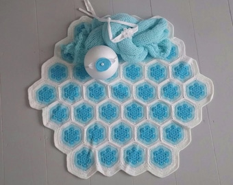 OOAK RTS Baby crocheted blanket in white, blue and turquoise, baby knit wrap and two tiebacks set / Handmade & Unique/ photo prop
