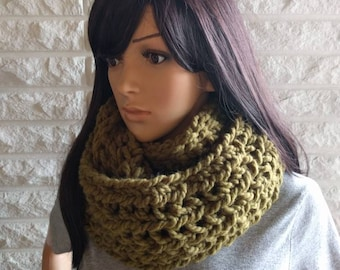 Oversized women's infinity scarf, chunky green circle scarf, women's accessories, gifts for her, fall, winter and spring fashion