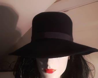 Beautiful vintage hat in dark blue color/Greta Friberg,Landskrona Sweden