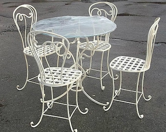 "Table and chairs ""Lokis"""