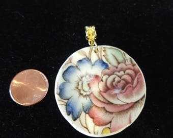 Flowers captured on round vintage broken china pendant/upcycled/necklace/Mother's Day gift