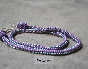Netted beaded necklace