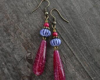 Boucles d'oreilles pendantes - Gouttes magenta - Oursin mauve - Guimauve - Boho chic - Bohème - Coco Matcha