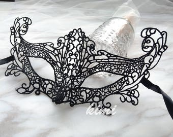 black lace mask. cosplay.holiday.party.ball.halloween