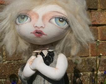 Fée papillon, poupée art fait à la main, pièce unique, celui d'une sorte de poupée, art textile, sculpture souple, poupée de chiffon, poupée de chiffon