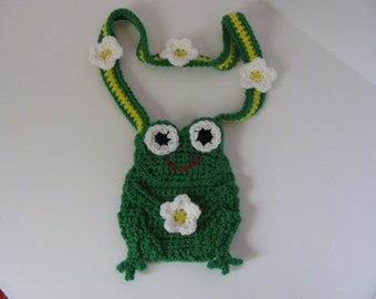 CHILD FROG PURSE.  Child Crocheted Purse.  Kids Purse.  Bag.  Accessories.  Children's bag.  Gift Ideas.  Frog Purse. Frogs.  Frog bag.