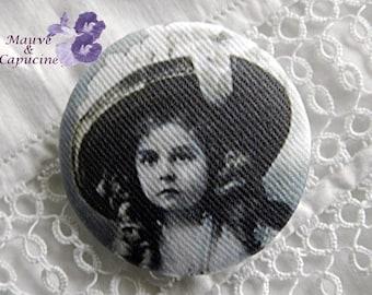 Fabric button, retro girl, 1.25 in photo / 32 mm
