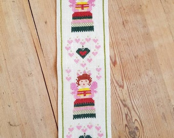 Lovely little cross stitch embroidered angels/harts wall hanging in linen from Sweden