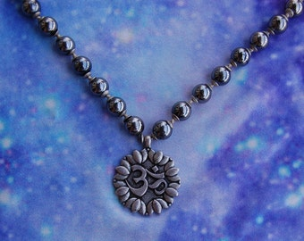 MTVPONWTEB1053 1990s Vintage Pewter Om Necklace with Tiger's Eye Bead