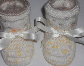 speckled white acrylic wool baby shoes