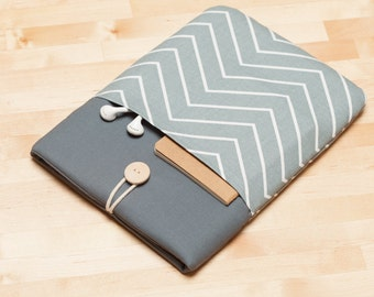 Surface sleeve, Microsoft Surface Pro 4 Case, Surface Pro Cover, Surface Book case, padded with pockets - Light chevron graphite