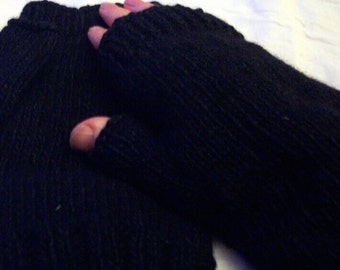 Man's black fingerless gloves