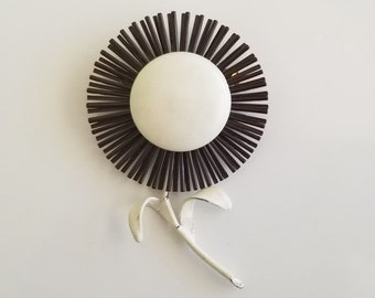 Vintage Mod Flower Power Black & White Spider Mum Sunflower Daisy Enamel Brooch Pin  - RARE