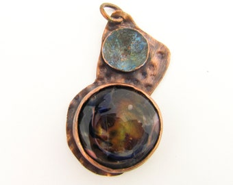 Cuivre et verre Collier pendentif, bijoux Murano, capiteux en verre, verre d'Art de soufflé à la main, cadeau de fête des mères, bijoux d'art unique, en cuivre martelé