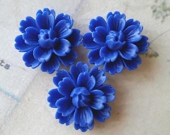 26 mm Blue Chrysanthemum Resin Flower Cabochons (.gm).