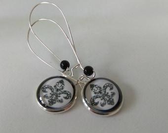Earrings cabochon silver glass fleur de lis black on white background