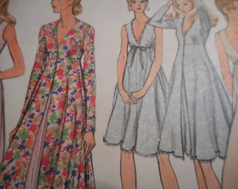 Vintage 1970's Vogue 8171 Gown and Robe Sewing Pattern Size 8 Bust 31.5