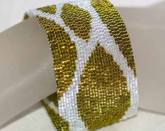 Spring Leaves ... Peyote Bracelet . Chartreuse . Crystal . Shimmery . Dazzling . Sparkly . Leafy . Green . Nature Inspired . Abstract