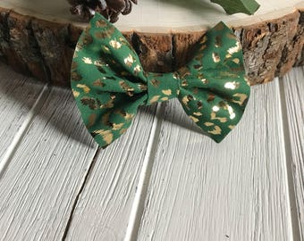 Green and Gold Leopard Faux leather Bow,Leopard Print faux leather bow,Leopard Print,Green Bow,headband,Hair clip,animal print bow,bow