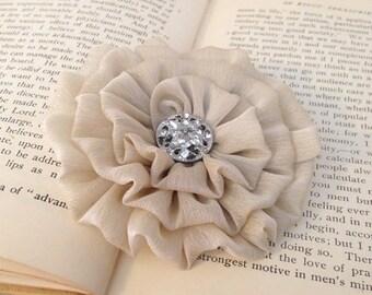 Champagne Flower Hair Clip.Chiffon Flower.Light Tan.Pin.Champagne Flower Brooch.Bridal headpiece.Wedding Accessory.Champagne hair piece.Tan