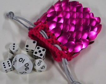 Scalemail Armor Dice Bag in knitted Dragonhide Raspberry size small