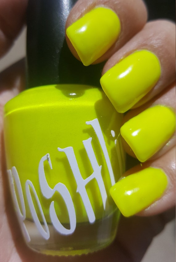 Esmalte de uñas (fluorescente) amarillo de neón \