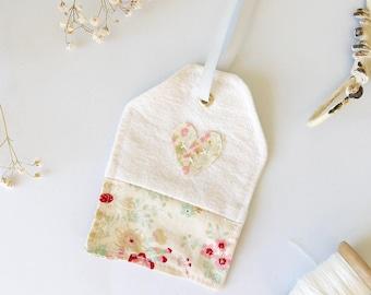 Vintage Fabric Luggage Tag | Shabby Chic Luggage Label | Floral Fabric Gift Tag | Shabby Chic Decor | Hanging Decor | Pretty Keepsake