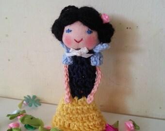 Snow White Finger Puppet, Crochet