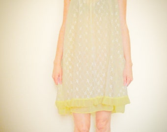 Sheer VINTAGE 1960s 60s Yellow Lace Floral Lingerie Negligee Yellow NIGHTIE