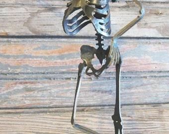 Zombie Skeleton Doin' the Lean