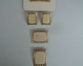 Ivory Plastic Paintable Blanks With Gold Plated Lace Edges for your Paint Design Jewelry