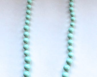 Vintage 1960's Teal Bead Necklace! Cute!