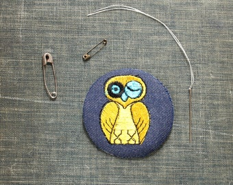 yellow owl patch . 1970s vintage patch . embroidered denim iron on patch