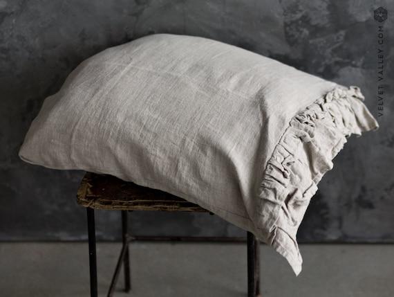 couvre oreiller lin beige avec volants adoucie standard. Black Bedroom Furniture Sets. Home Design Ideas